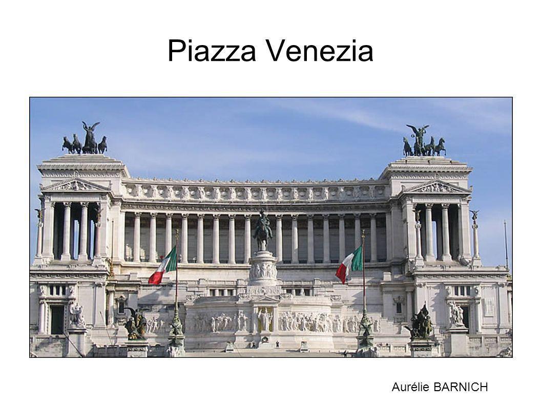 Piazza Venezia La Piazza Venezia est une place du centre de Rome.