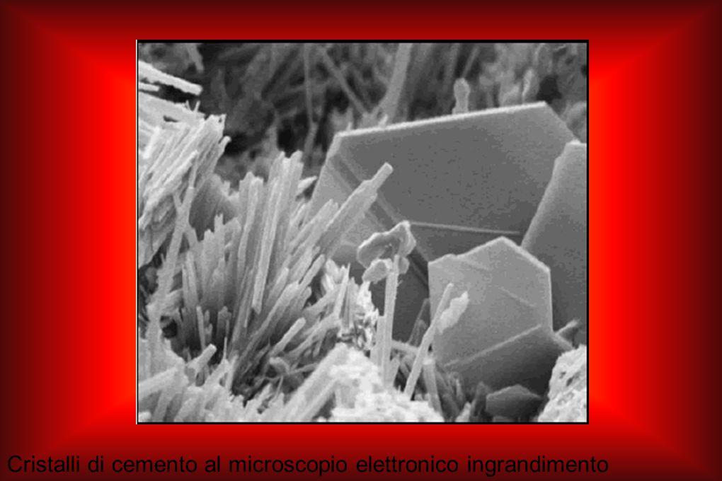 Cristalli di cemento al microscopio elettronico ingrandimento