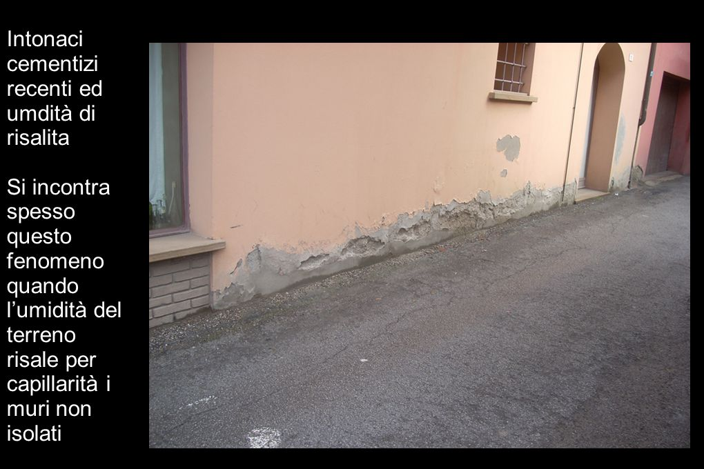 Intonaci cementizi recenti ed umdità di risalita Si incontra spesso questo fenomeno quando lumidità del terreno risale per capillarità i muri non isol