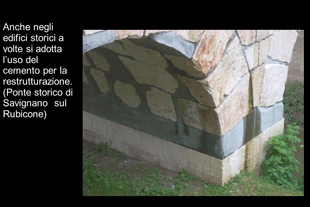 Anche negli edifici storici a volte si adotta luso del cemento per la restrutturazione. (Ponte storico di Savignano sul Rubicone)