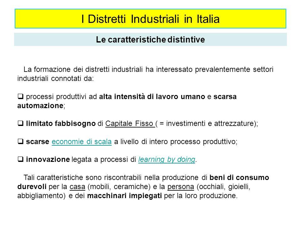 I Distretti Industriali in Italia Le caratteristiche distintive La formazione dei distretti industriali ha interessato prevalentemente settori industr