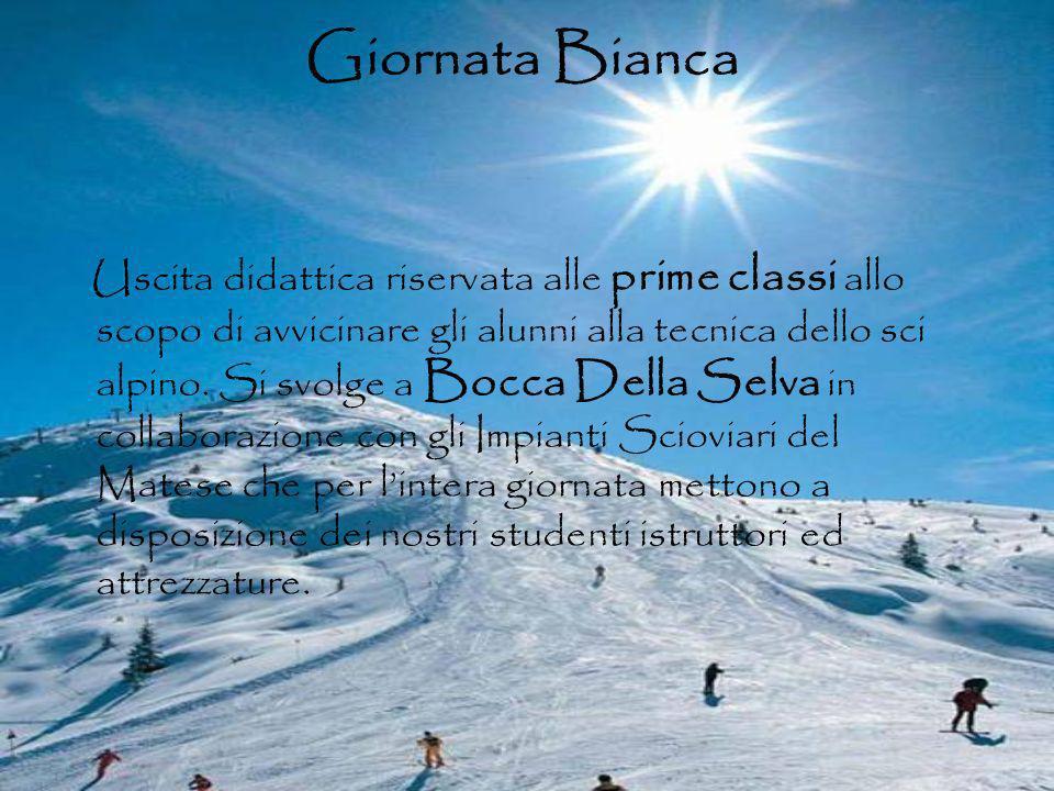 Giornata Bianca Uscita didattica riservata alle prime classi allo scopo di avvicinare gli alunni alla tecnica dello sci alpino. Si svolge a Bocca Dell