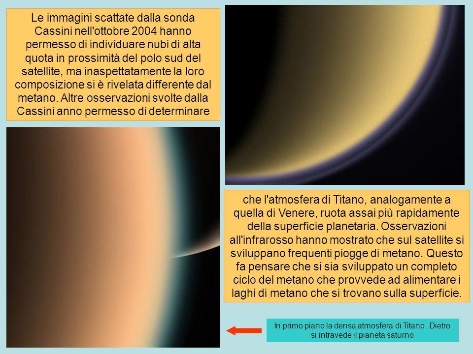 Le immagini scattate dalla sonda Cassini nell'ottobre 2004 hanno permesso di individuare nubi di alta quota in prossimità del polo sud del satellite,