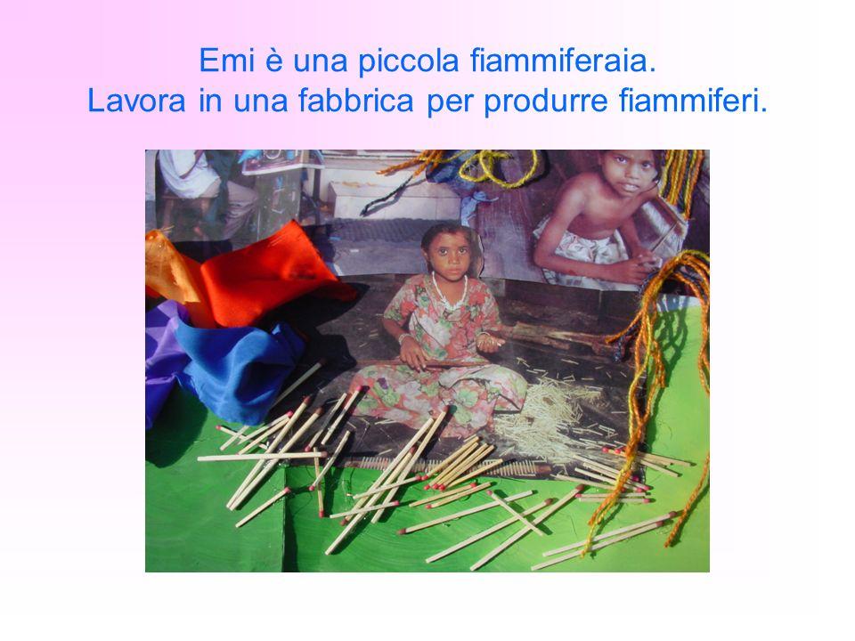 Emi è una piccola fiammiferaia. Lavora in una fabbrica per produrre fiammiferi.