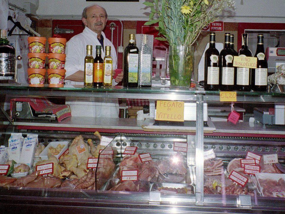 Vado alla macelleria Vado alla macelleria Per comprare della carne Per comprare della carne Maccellaio, maccellaia Maccellaio, maccellaia Un bellarrosto vorrei.