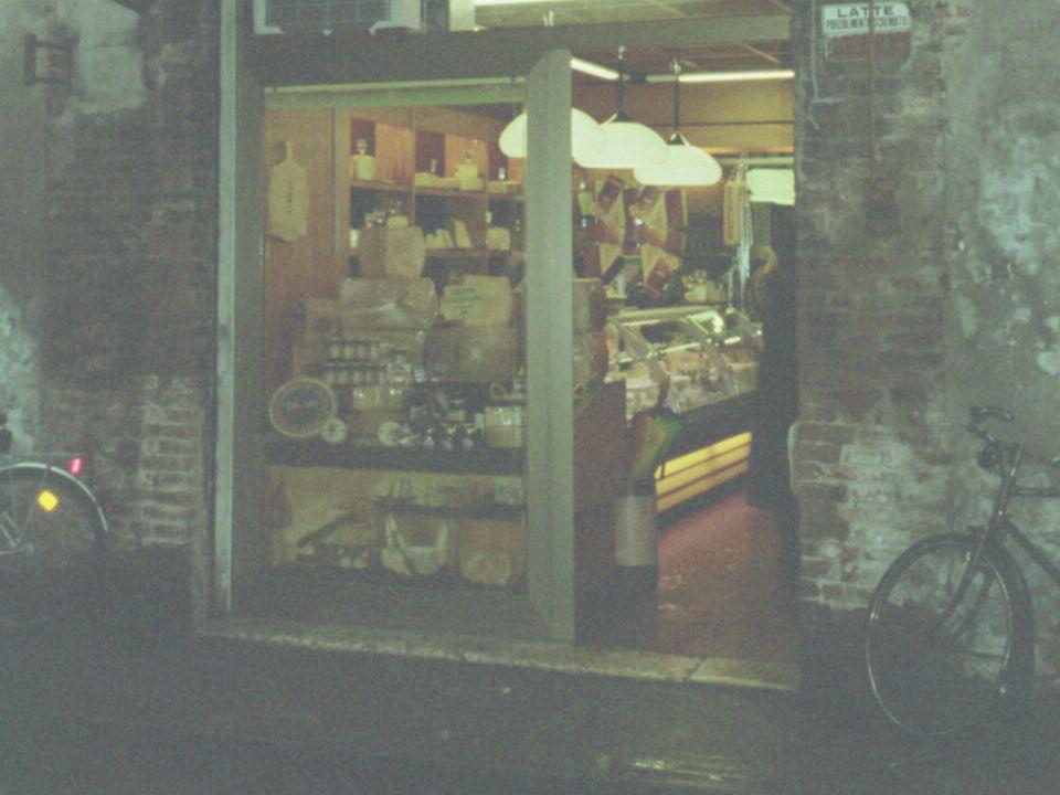 Vado alla latteria Vado alla latteria Per comprare del formaggio Per comprare del formaggio Lattaio, lattaia Lattaio, lattaia Una bella ricotta vorrei.