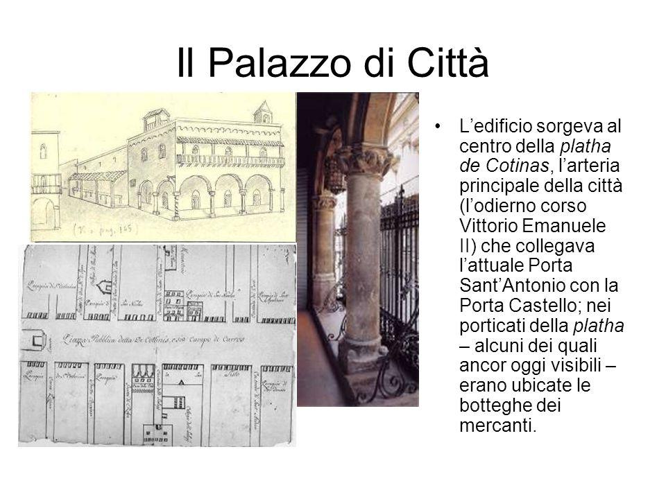 Il Palazzo di Città Ledificio sorgeva al centro della platha de Cotinas, larteria principale della città (lodierno corso Vittorio Emanuele II) che col