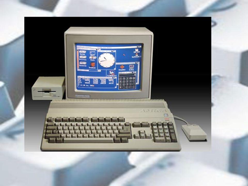 Col passare del tempo presi familiarità con il computer: sapevo accenderlo, inserire il «dischetto» con su scritto «battle bomb» e aspettare papà.