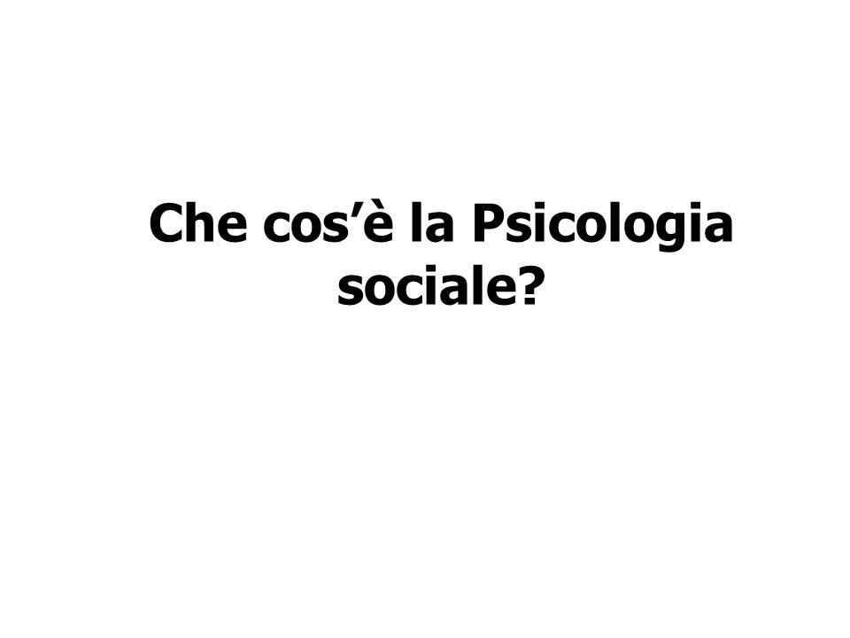 La PSICOLOGIA SOCIALE è una disciplina che studia i modi e le forme con cui lesperienza, lattività mentale, lazione e i comportamenti si articolano con il contesto sociale.