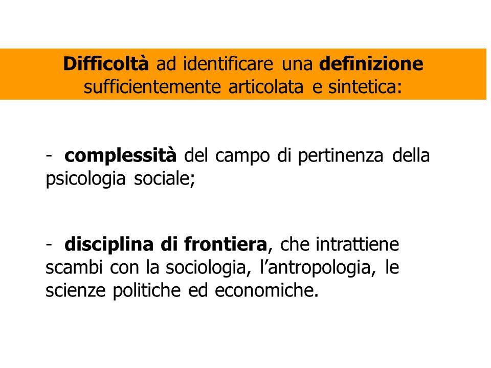 Difficoltà ad identificare una definizione sufficientemente articolata e sintetica: - complessità del campo di pertinenza della psicologia sociale; -