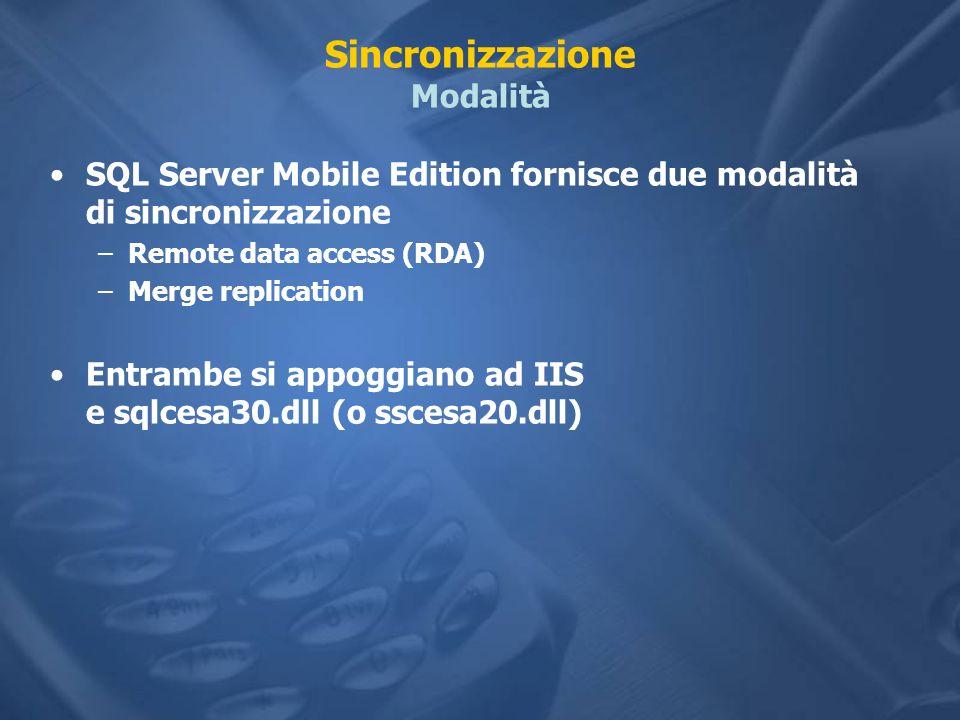 Sincronizzazione Modalità SQL Server Mobile Edition fornisce due modalità di sincronizzazione –Remote data access (RDA) –Merge replication Entrambe si