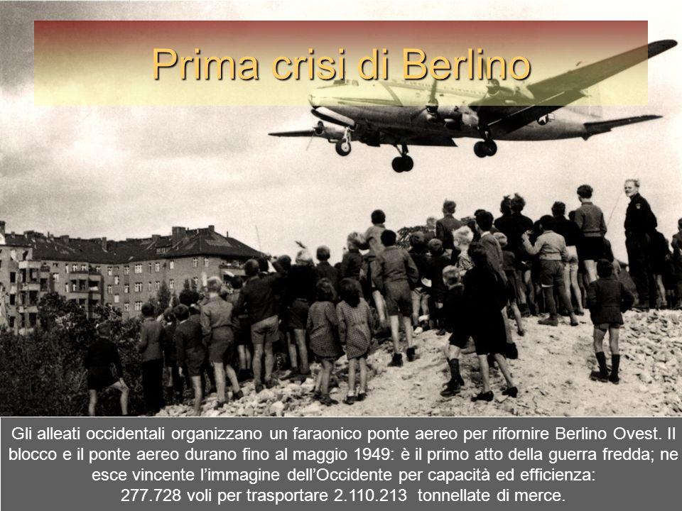 Prima crisi di Berlino Gli alleati occidentali organizzano un faraonico ponte aereo per rifornire Berlino Ovest. Il blocco e il ponte aereo durano fin