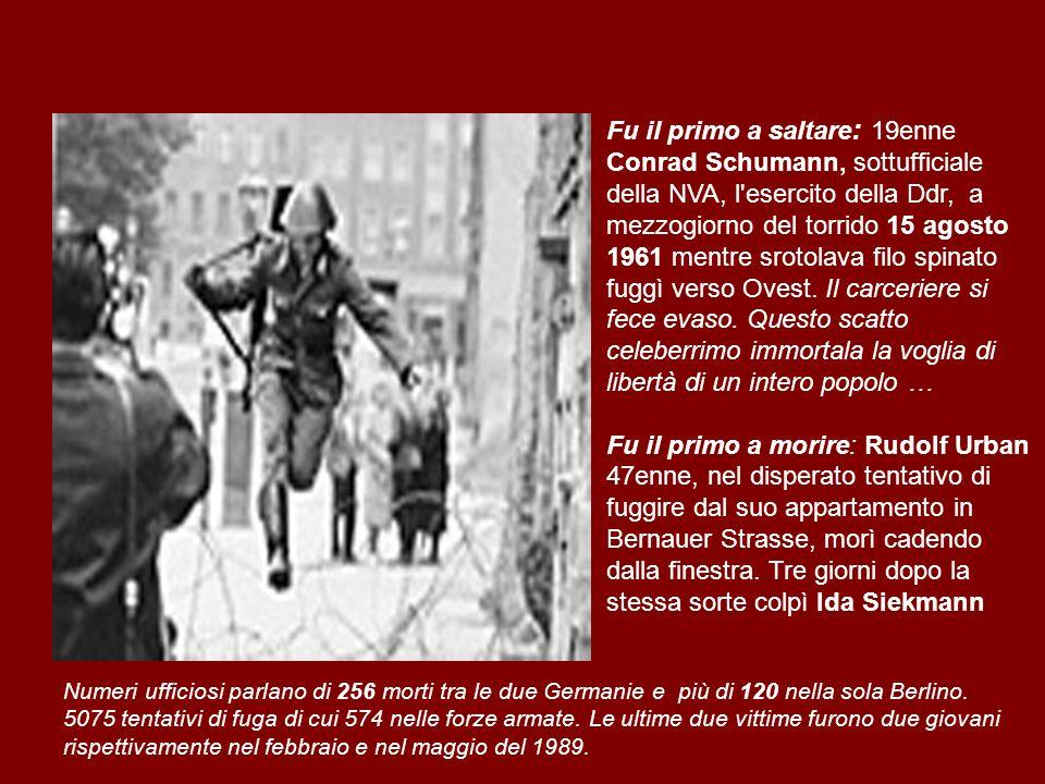 Fu il primo a saltare : 19enne Conrad Schumann, sottufficiale della NVA, l'esercito della Ddr, a mezzogiorno del torrido 15 agosto 1961 mentre srotola