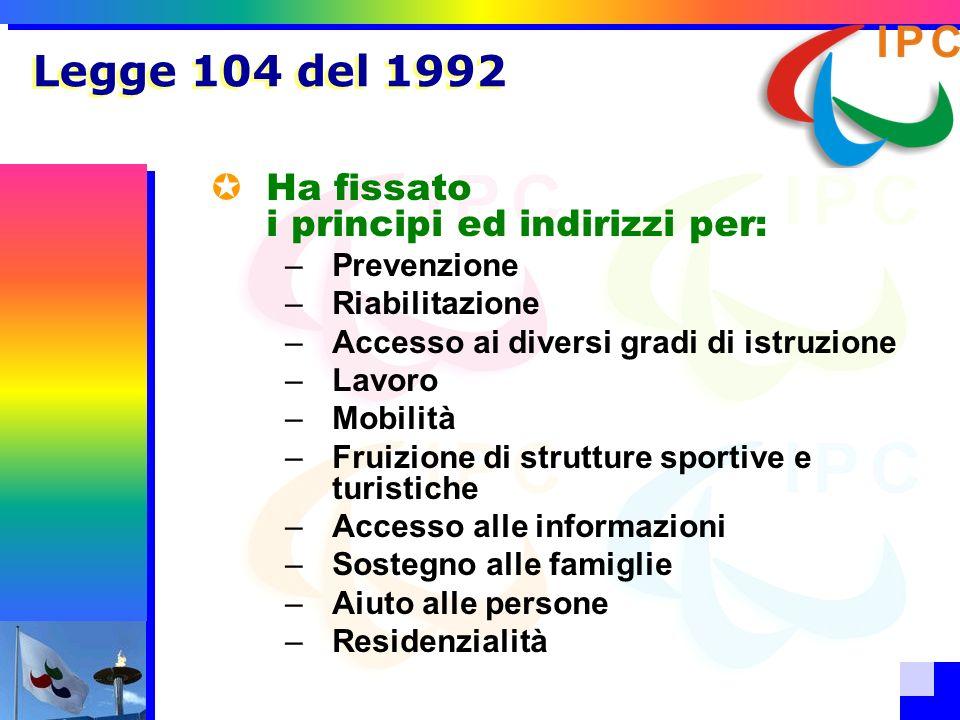 Legge 104 del 1992 Ha fissato i principi ed indirizzi per: –Prevenzione –Riabilitazione –Accesso ai diversi gradi di istruzione –Lavoro –Mobilità –Fru
