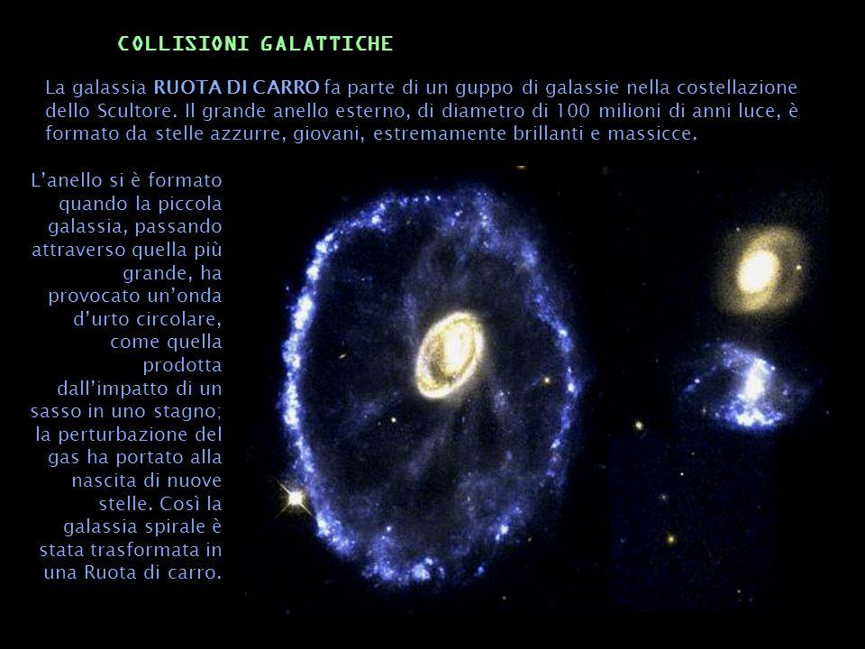 La galassia RUOTA DI CARRO fa parte di un guppo di galassie nella costellazione dello Scultore. Il grande anello esterno, di diametro di 100 milioni d