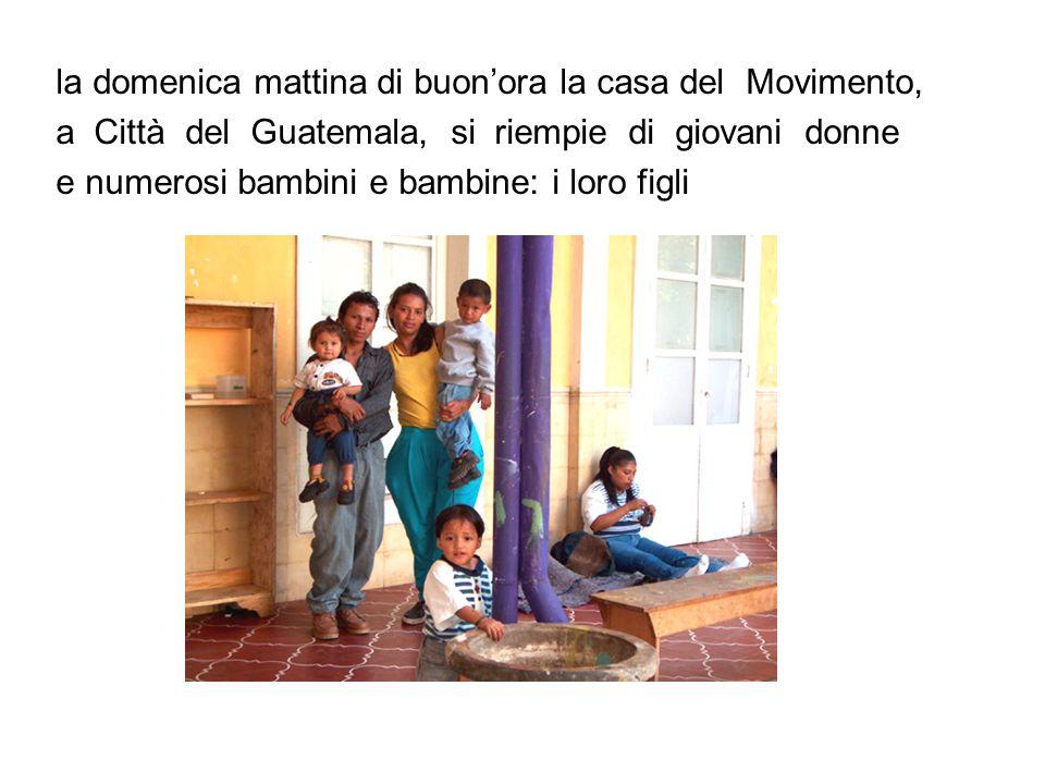 sono le Quetzalitas (*) che si incontrano per: - stare insieme - parlare dei loro problemi di donne e madri - mangiare - trascorrere il giorno in un luogo protetto e amichevole ----------- (*) ll quetzal è luccello colorato simbolo del Guatemala e di di libertà