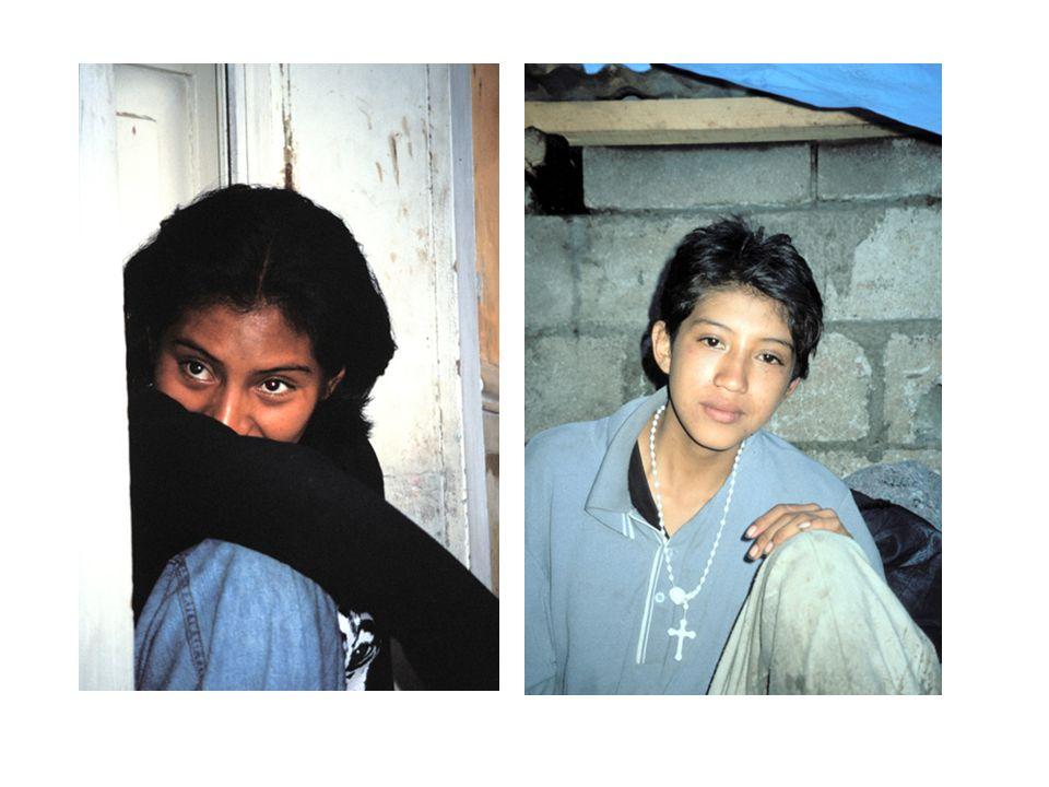 già ad 8/10 anni si sono ritrovate a vivere nella strada dopo essere fuggite da una misera casa dove degrado e violenza (anche sessuale) segnavano le loro giovani vite nella strada hanno trovato altre come loro per sopravvivere e affrontare insieme la solitudine e l esclusione sociale si sono unite in gruppi, in bande
