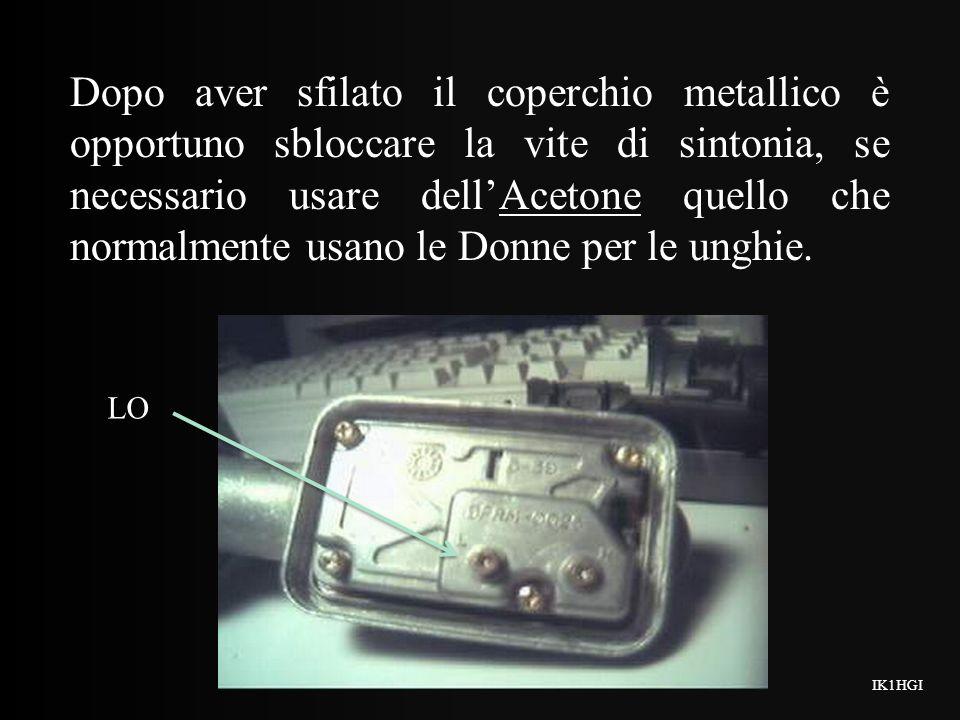 Dopo aver sfilato il coperchio metallico è opportuno sbloccare la vite di sintonia, se necessario usare dellAcetone quello che normalmente usano le Donne per le unghie.
