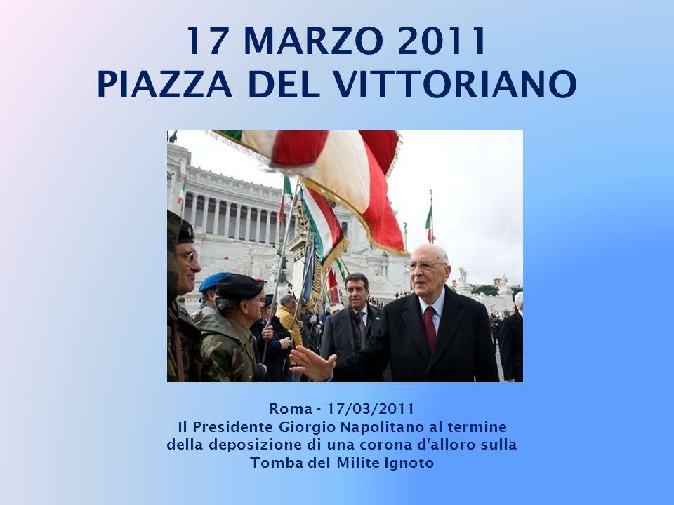 17 MARZO 2011 PIAZZA DEL VITTORIANO Roma - 17/03/2011 Il Presidente Giorgio Napolitano depone una corona d'alloro sulla Tomba del Milite Ignoto