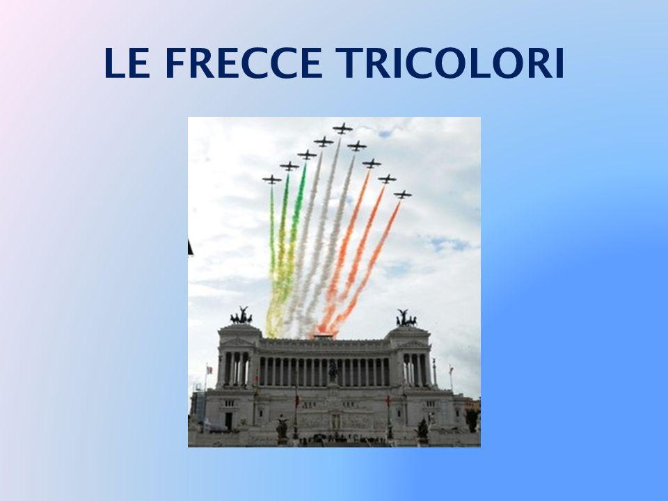 17 MARZO 2011 PIAZZA DEL VITTORIANO Roma - 17/03/2011 Il Presidente Giorgio Napolitano al termine della deposizione di una corona d'alloro sulla Tomba