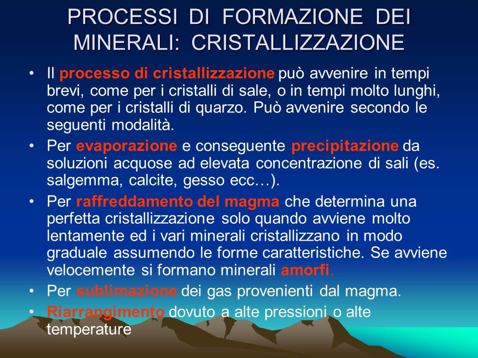LA SFALDATURA E la tendenza che ha un minerale a rompersi secondo piani regolari ( paralleli alle facce di un minerale) se sottoposto ad urti. Ad es.