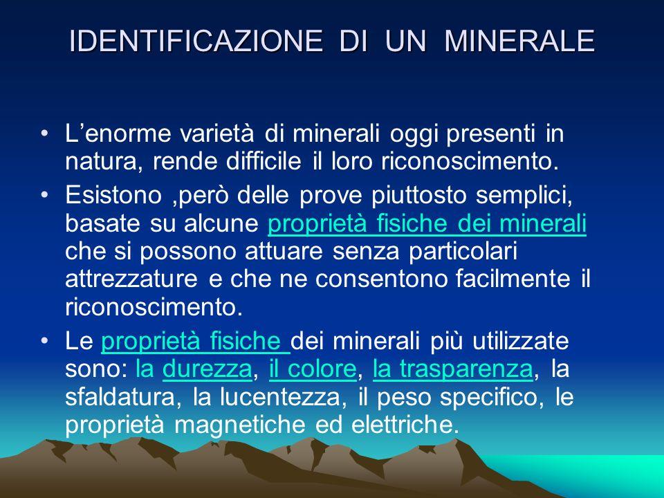 CLASSIFICAZIONE DEI MINERALI I minerali (circa 3000 tipi) possono essere semplici o nativi se sono formati da un solo elemento chimico: es. carbonio (