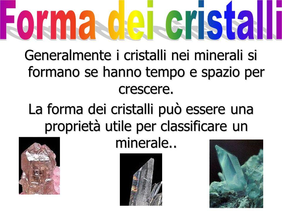 Le impurezze possono colorare il minerale di varie tonalità: rosa, azzurro, viola… Quarzo puro Quarzo ametista Quarzo azzurro