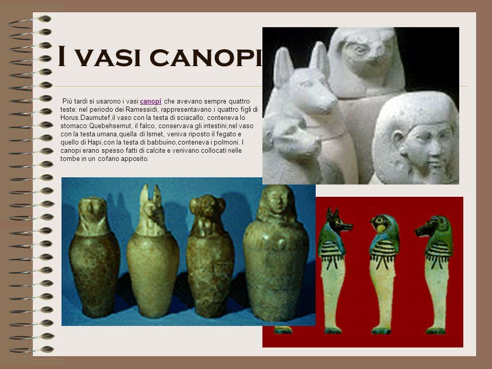 I vasi canopi Più tardi si usarono i vasi canopi che avevano sempre quattro teste: nel periodo dei Ramessidi, rappresentavano i quattro figli di Horus