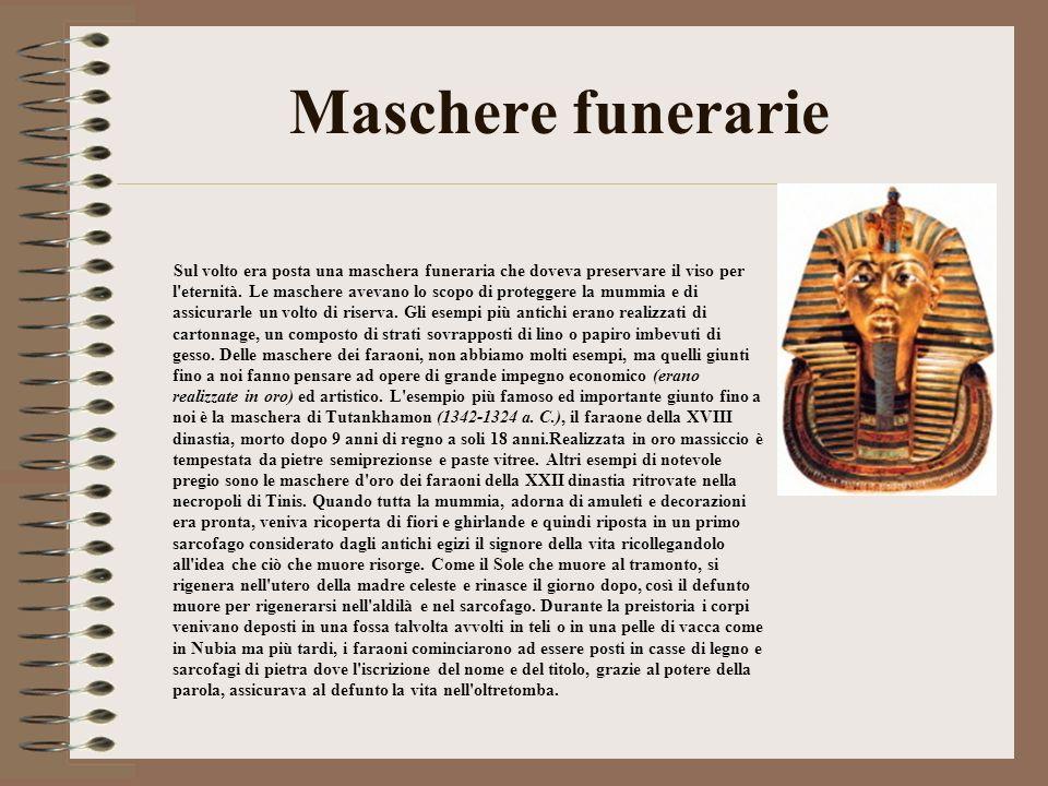 Maschere funerarie Sul volto era posta una maschera funeraria che doveva preservare il viso per l'eternità. Le maschere avevano lo scopo di proteggere