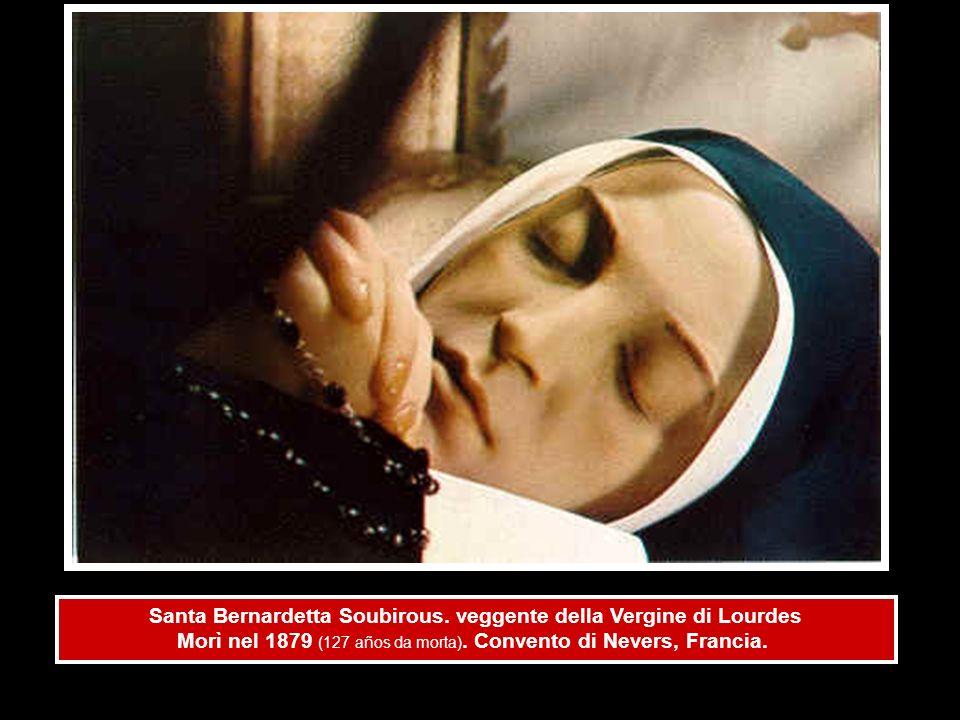 Santa Bernardetta Soubirous. veggente della Vergine di Lourdes Morì nel 1879 (127 años da morta). Convento di Nevers, Francia.