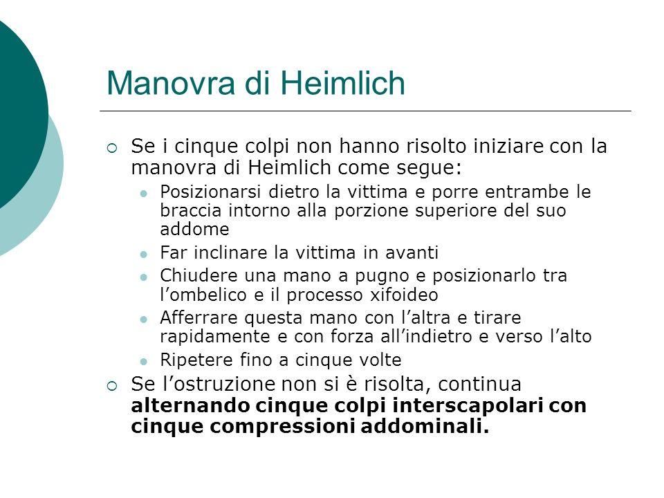 Manovra di Heimlich Se i cinque colpi non hanno risolto iniziare con la manovra di Heimlich come segue: Posizionarsi dietro la vittima e porre entramb
