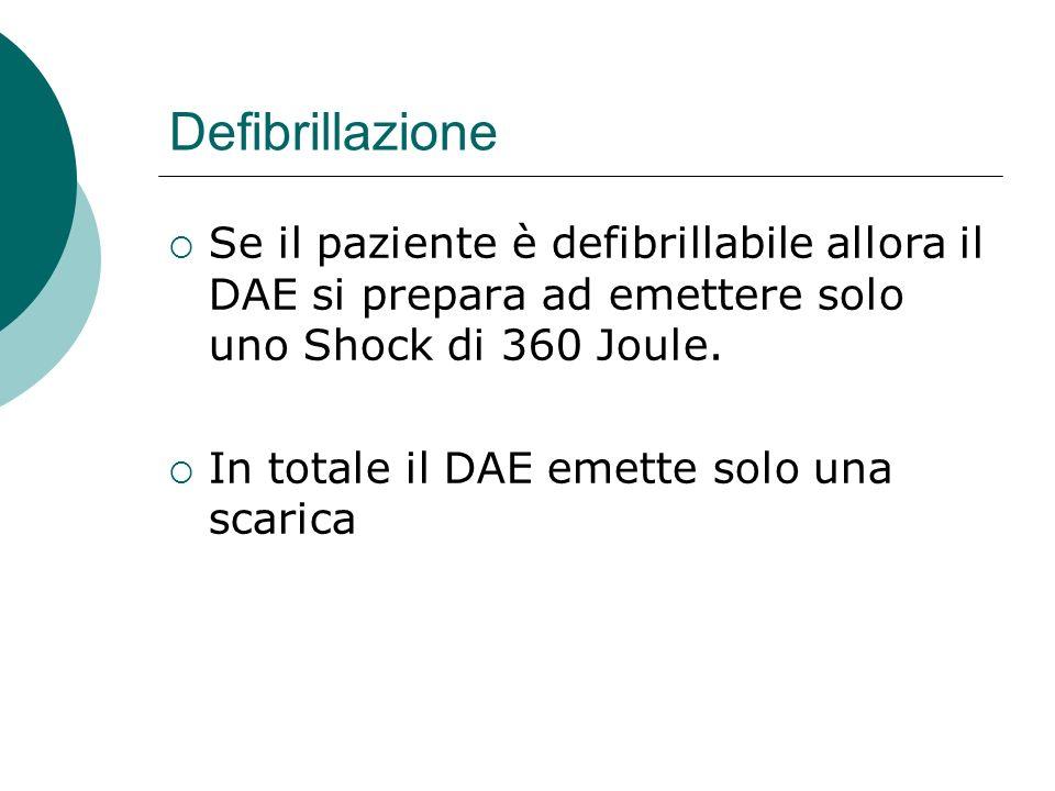 Defibrillazione Se il paziente è defibrillabile allora il DAE si prepara ad emettere solo uno Shock di 360 Joule. In totale il DAE emette solo una sca