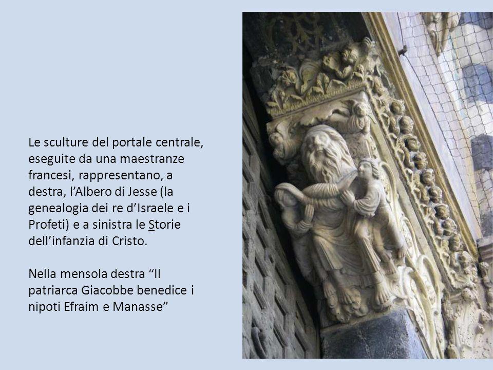 Le sculture del portale centrale, eseguite da una maestranze francesi, rappresentano, a destra, lAlbero di Jesse (la genealogia dei re dIsraele e i Pr