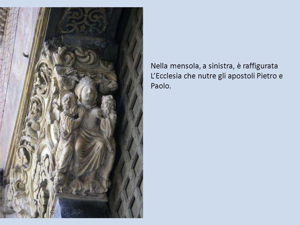 Nella mensola, a sinistra, è raffigurata LEcclesia che nutre gli apostoli Pietro e Paolo.