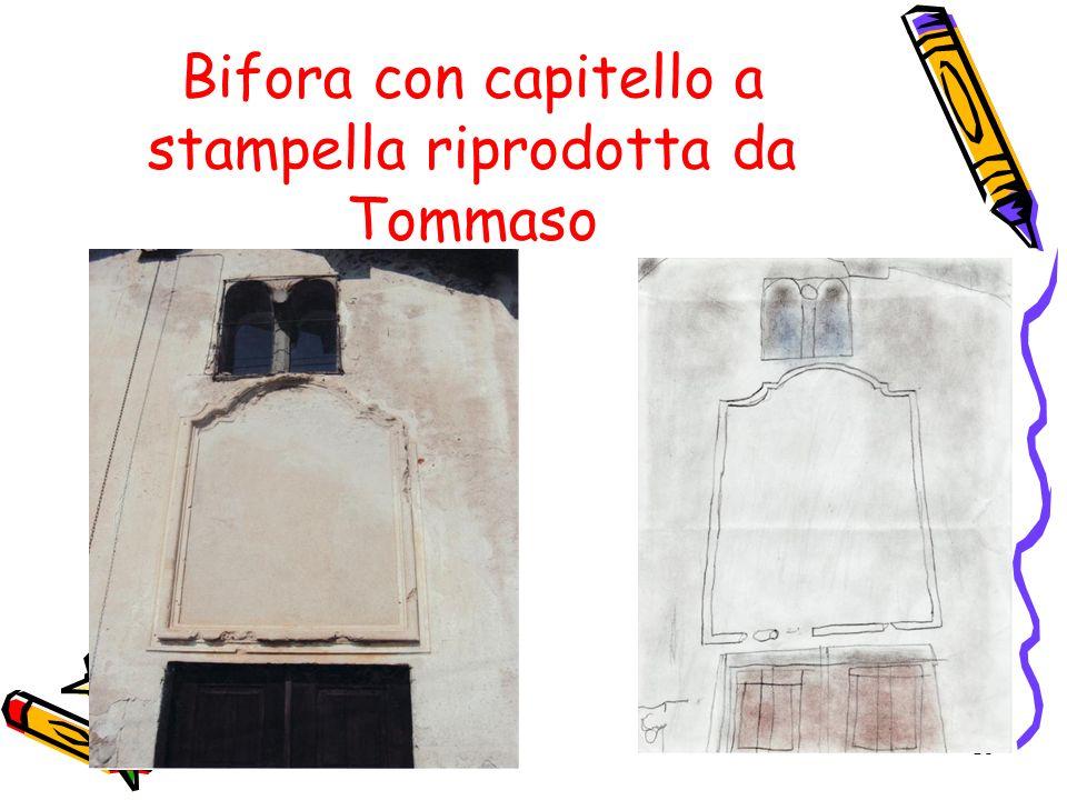 15 Bifora con capitello a stampella riprodotta da Tommaso