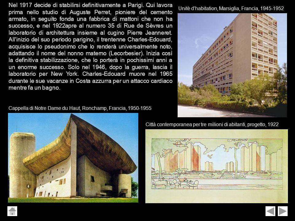 Nel 1917 decide di stabilirsi definitivamente a Parigi. Qui lavora prima nello studio di Auguste Perret, pioniere del cemento armato, in seguito fonda