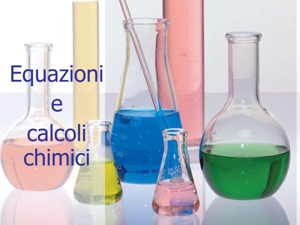 22 Calcoli stechiometrici Questo significa che, se si fanno reagire sei molecole di idrogeno con tre molecole di ossigeno, si ottengono sei molecole di acqua (1).