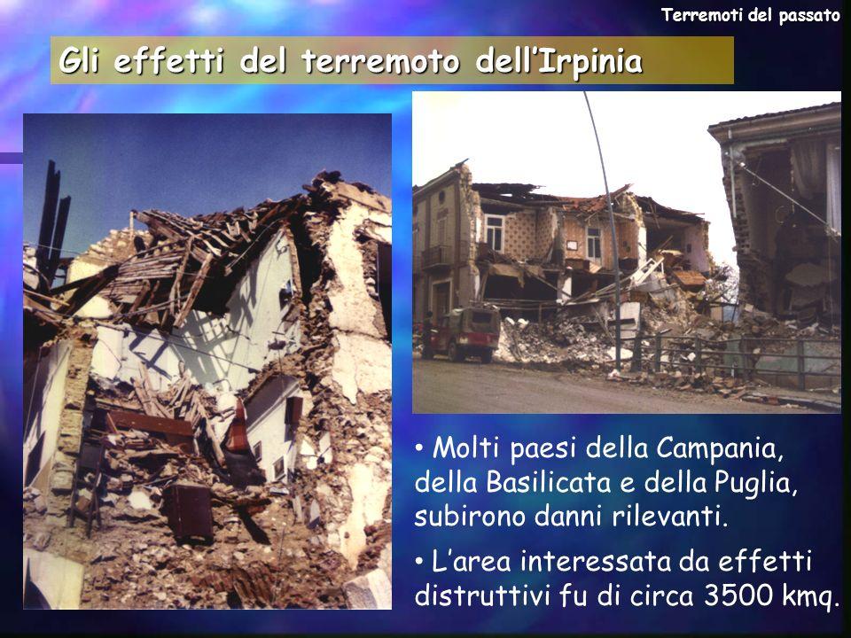 Gli effetti del terremoto dellIrpinia Molti paesi della Campania, della Basilicata e della Puglia, subirono danni rilevanti. Larea interessata da effe