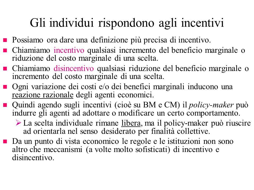 Gli individui rispondono agli incentivi n Possiamo ora dare una definizione più precisa di incentivo. n Chiamiamo incentivo qualsiasi incremento del b