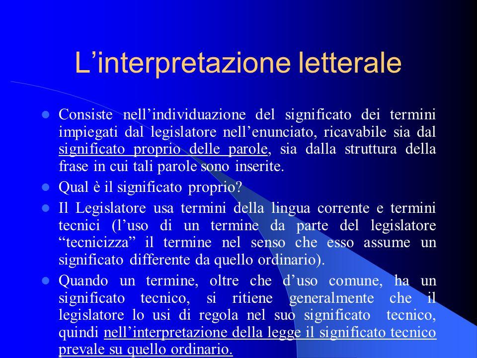 Linterpretazione letterale Consiste nellindividuazione del significato dei termini impiegati dal legislatore nellenunciato, ricavabile sia dal signifi