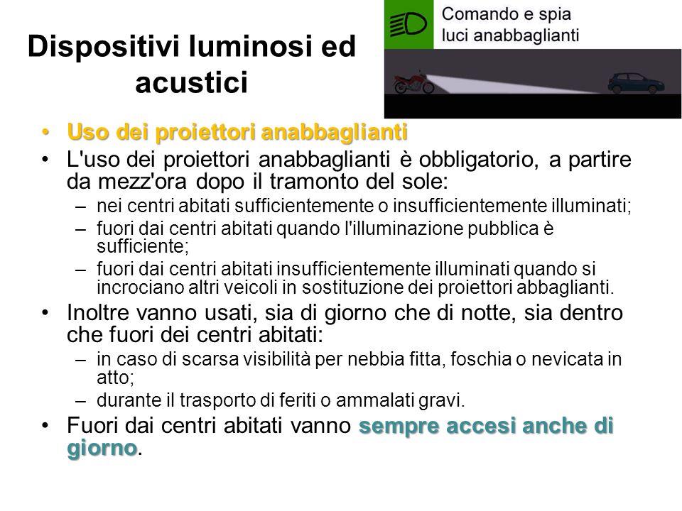 Dispositivi luminosi ed acustici Uso dei proiettori anabbagliantiUso dei proiettori anabbaglianti L'uso dei proiettori anabbaglianti è obbligatorio, a