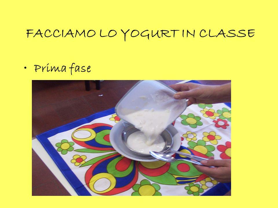 RAVANI di Erjona Ingredienti 1 cucchiaio di olio 6 uova ½ kg di farina 1 busta di lievito Zucchero q.b. Preparazione Impastare gli ingredienti e cuoce