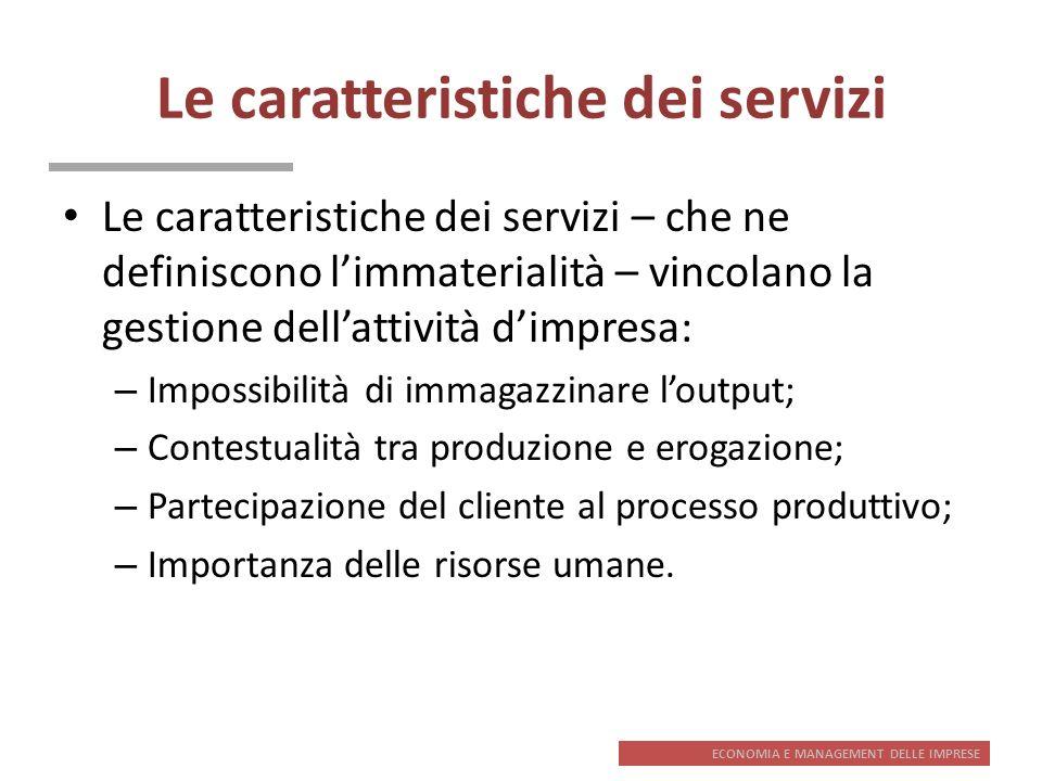 ECONOMIA E MANAGEMENT DELLE IMPRESE Le caratteristiche dei servizi Le caratteristiche dei servizi – che ne definiscono limmaterialità – vincolano la g