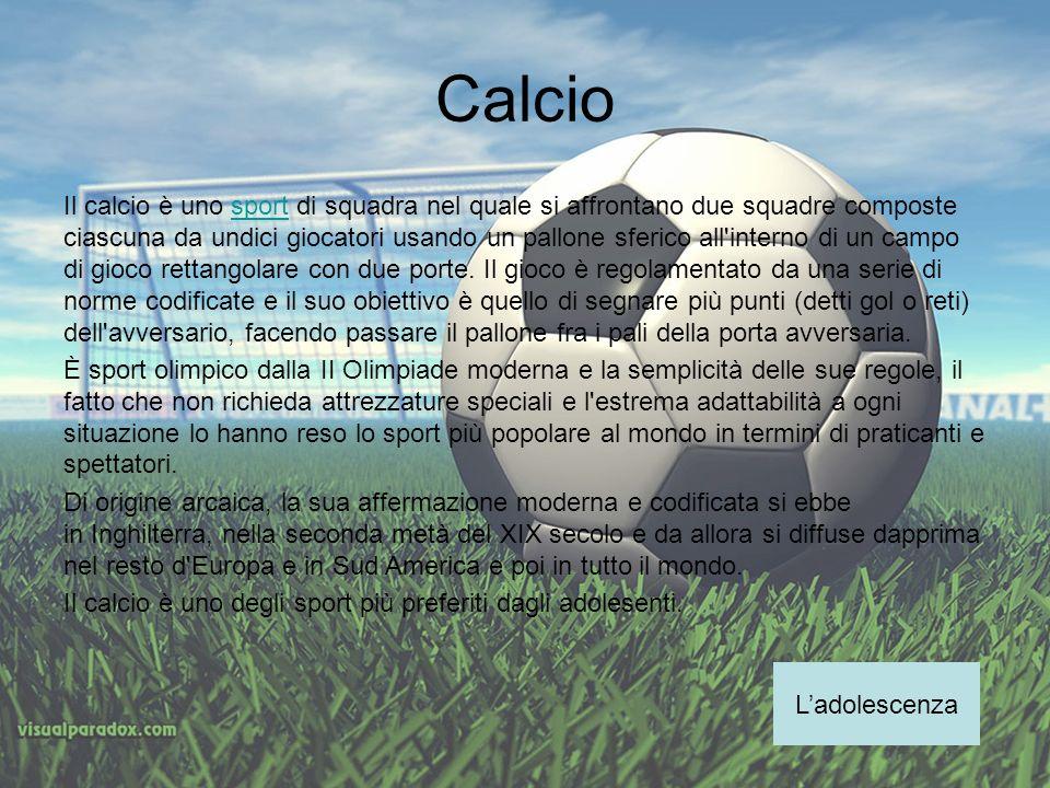 Calcio Il calcio è uno sport di squadra nel quale si affrontano due squadre composte ciascuna da undici giocatori usando un pallone sferico all'intern