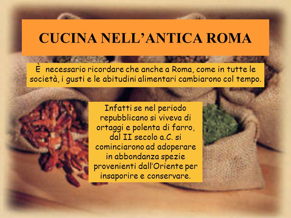 SOMMARIO Cucina nellantica Roma Comera fatta una cucina Pasti nella giornata Pasto degli schiavi e dei soldati Cene famose Marco Gavio Apicio De re co