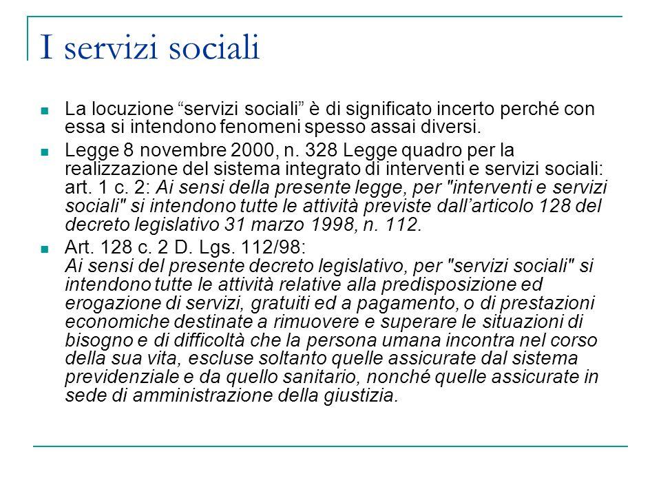 I servizi sociali La locuzione servizi sociali è di significato incerto perché con essa si intendono fenomeni spesso assai diversi. Legge 8 novembre 2