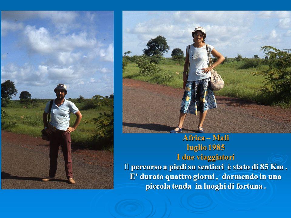 Africa – Mali luglio 1985 I due viaggiatori Il percorso a piedi su sentieri è stato di 85 Km.