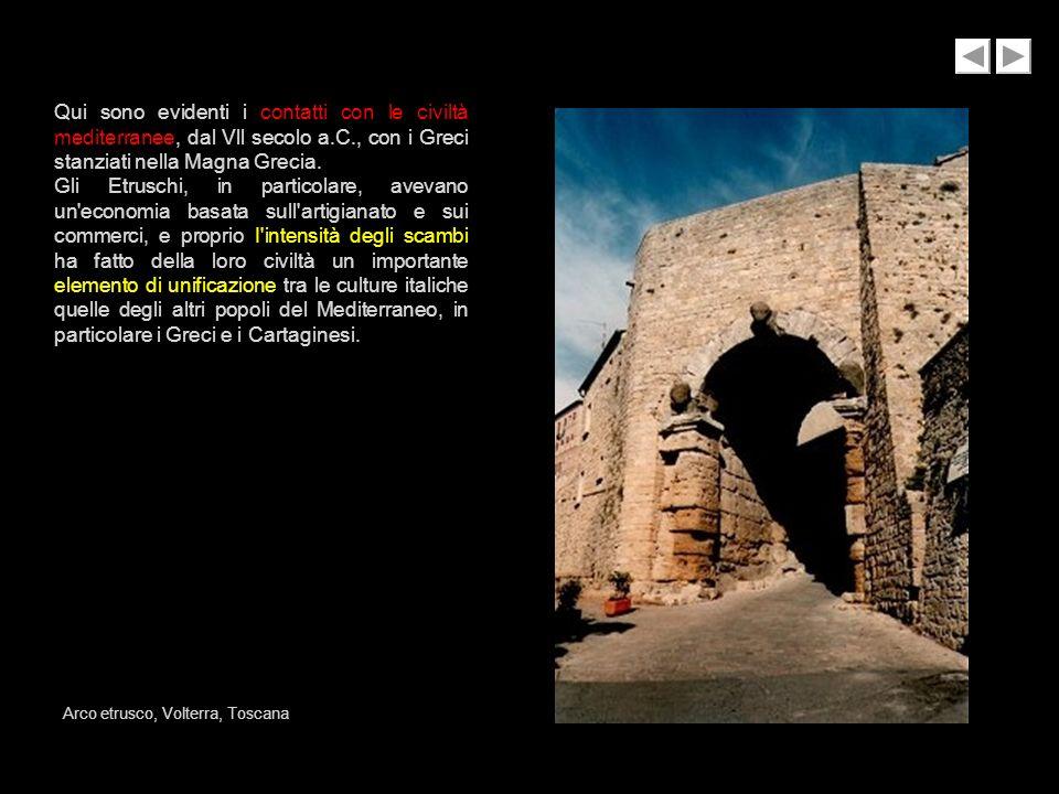 Qui sono evidenti i contatti con le civiltà mediterranee, dal Vll secolo a.C., con i Greci stanziati nella Magna Grecia. Gli Etruschi, in particolare,