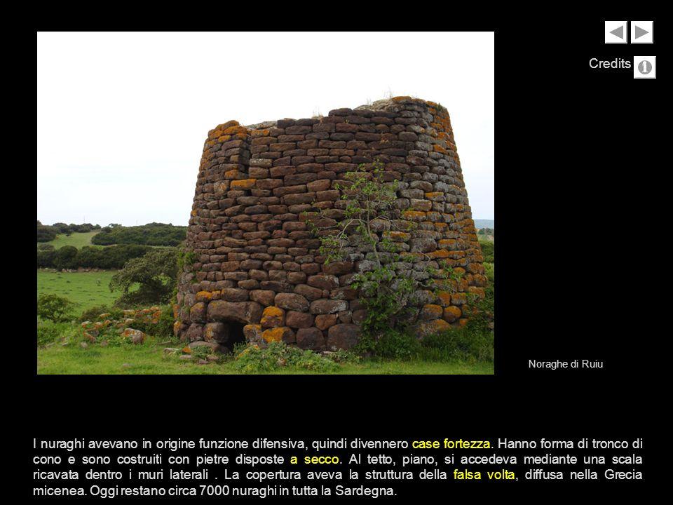 I nuraghi avevano in origine funzione difensiva, quindi divennero case fortezza. Hanno forma di tronco di cono e sono costruiti con pietre disposte a