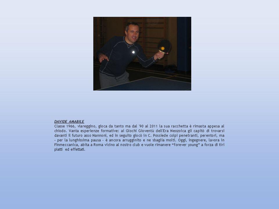DAVIDE AMABILE Classe 1966, viareggino, gioca da tanto ma dal '90 al 2011 la sua racchetta è rimasta appesa al chiodo. Vanta esperienze formative: ai